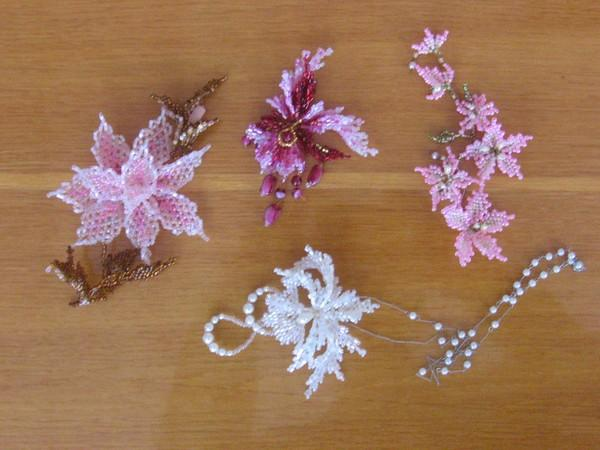Цветы броши из бисера 12